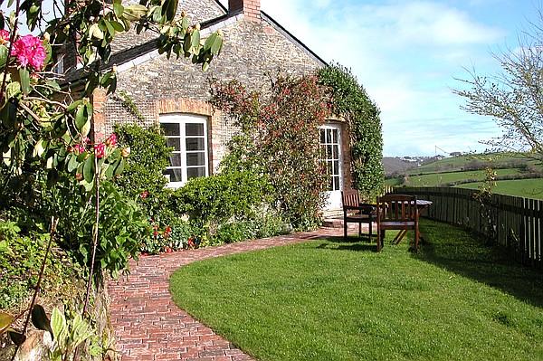 Honeysuckle Cottage, Nr Looe